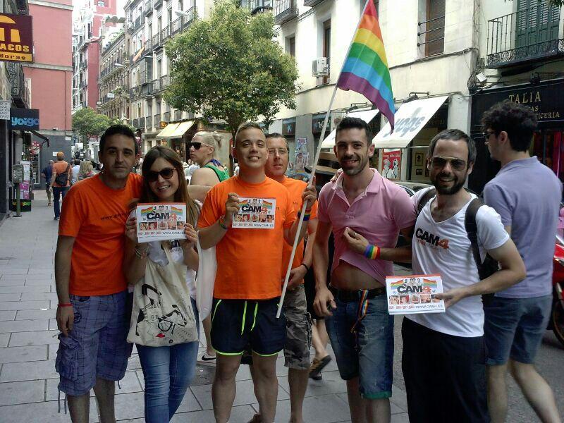 """El Día del Orgullo Gay inunda de """"Fiesta y Color"""" las Calles de Madrid"""