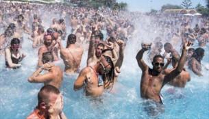 Los mejores consejos para conocer chicos en una piscina gay